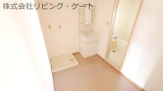 シャワー付独立洗面所