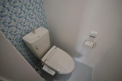 温水洗浄便座完備。