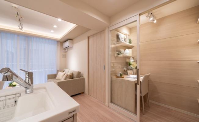 エフローレ日本橋:白や木目を基調としたリビングダイニングキッチンです!