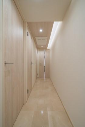 エフローレ日本橋:玄関・廊下は高級感ある大理石貼りです!