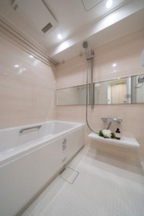 エフローレ日本橋:雨の日のお洗濯ものを干すにも便利な浴室乾燥機・追い焚き機能付き浴室です!