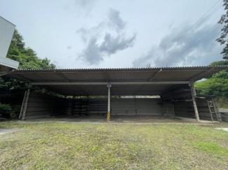 屋根付き資材置き場