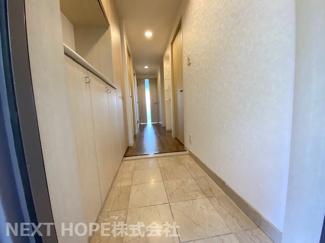 玄関から廊下です♪室内は令和3年9月リフォーム済み!いつでもご覧いただけます♪ぜひ素敵な室内を現地でご確認ください!お気軽にネクストホープ不動産販売までお問い合わせを!