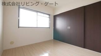 玄関側の洋室4.5帖。色々な使い方が出来るお部屋ですね。