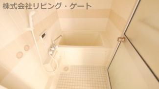 奥行きがあるお風呂です。追い焚き機能付き!