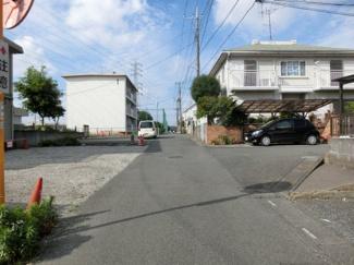 【前面道路含む現地写真】鴻巣市宮前の南西側接道の整形地