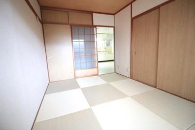 和室6帖 琉球畳がお洒落なお部屋です♪