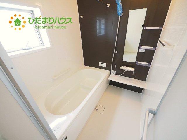 清潔感のある浴室は自分一人のリラックス空間を演出してくれます。もちろんお子様と一緒でも十分な広さがあり快適です(^^♪