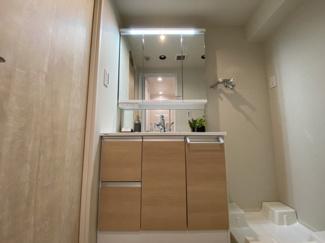 令和3年7月2日撮影 収納豊富な洗面台で、忙しい朝でもすぐに準備できます。