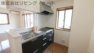 戸建住宅ならではの広々キッチン黒を基調としておりカッコイイです