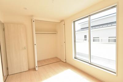 2階6帖の洋室(西側)