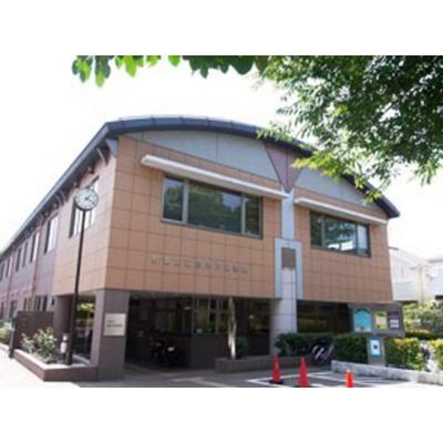 図書館「杉並区立高井戸図書館まで864m」