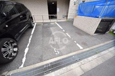 コーポYAHATAナンバ元町 駐車場
