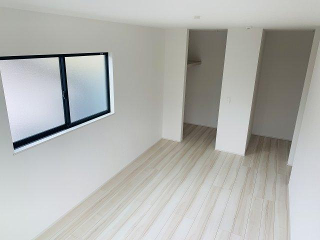 【同仕様施工例】シンプルで白を基調としたお部屋です。どんな家具でも映えます。