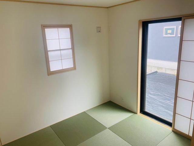 【同仕様施工例】窓があるので明るい洗面脱衣所です。
