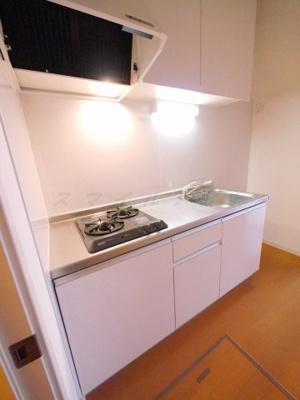 お料理楽々システムキッチン・ガスコンロ2口付きです。