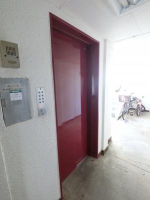 駐輪場。お買い物時やベビーカーの出し入れに便利なエレベーター付です。
