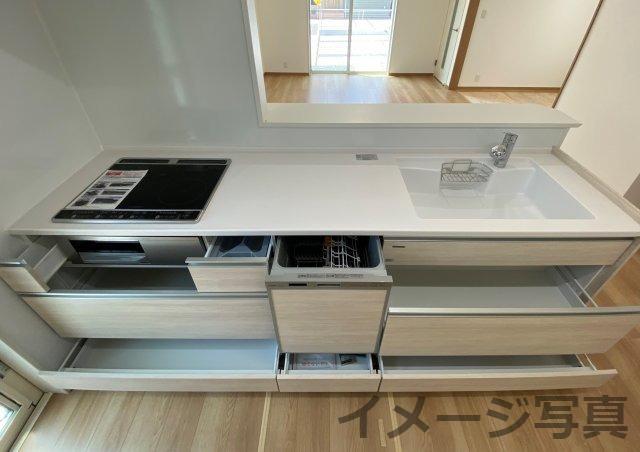 2550システムキッチン。汚れや傷がつきにくい設計。奥の物が取り出しやすい引出し式の大容量の収納♪