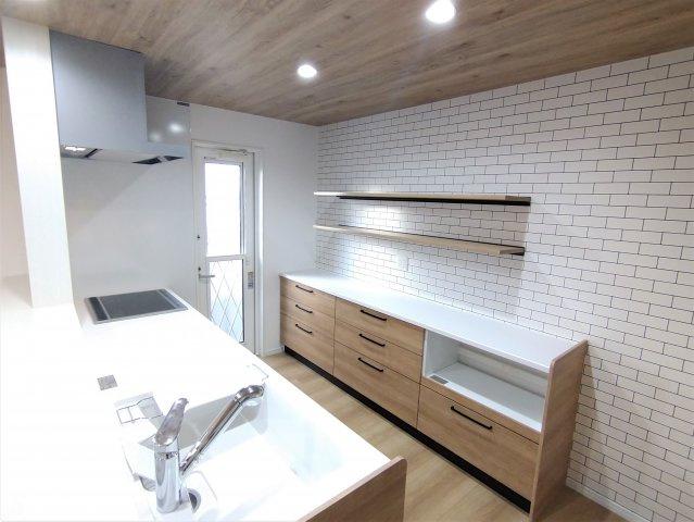 食器洗乾燥機。皿洗いによる手荒れを予防。食器を洗いながら他の家事を並行でき、家事負担を軽減。