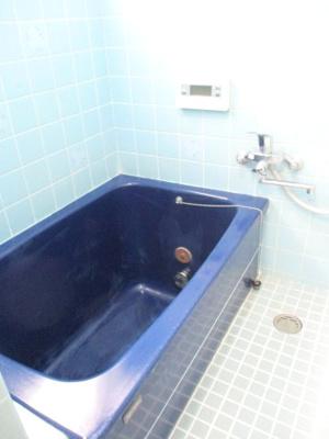 洗濯機置き場があり、シャワー付き洗面化粧台もございます。