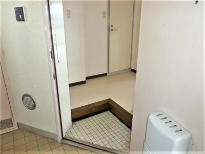 シューズボックスもあり玄関は広く使えますよ