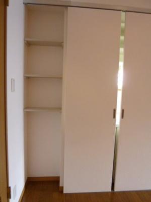 キッチン横、棚有ります