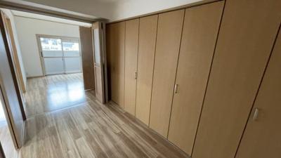扉を畳んで開けれるので、1つの広いお部屋としてもお使い頂けます。