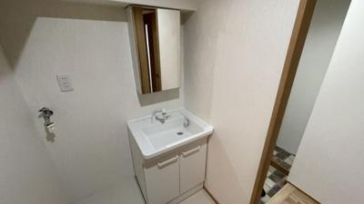 清潔感のある洗面化粧台です。