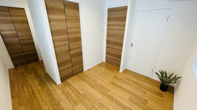 洋室2部屋にはどちらもクローゼットあり 収納スペースがたっぷりあるので、部屋を広々と使えてストレスなく過ごせます