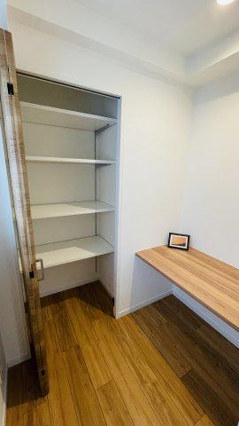 小机のあるスペースは書斎としてのご活用も可能です♪