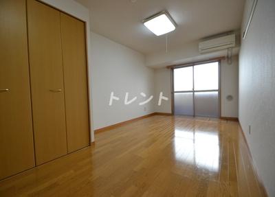 【居間・リビング】プレールドゥーク東新宿Ⅱ