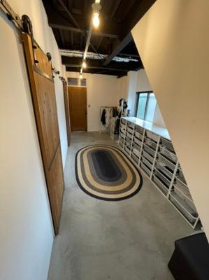 廊下部分もお写真のような収納を設ける事が可能なくらい広々としております!