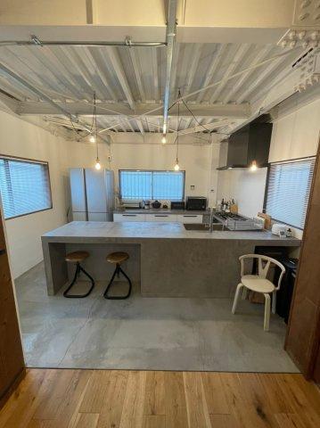 キッチンは完全オープンの広々としたキッチンとなっております、毎日のお料理もラクラクです♪