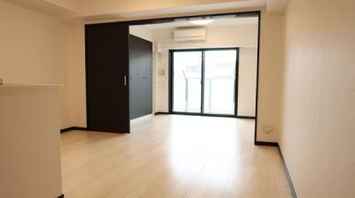 LDKと洋室を開放すれば、そこは15.5帖の空間に♪クローゼットも完備しているので、整理整頓がはかどります♪