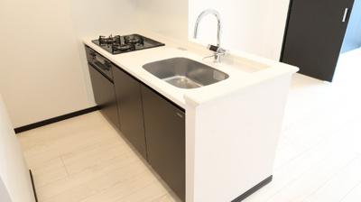 キッチン奥には、しっかり冷蔵庫などを置くスペースが備わっています♪