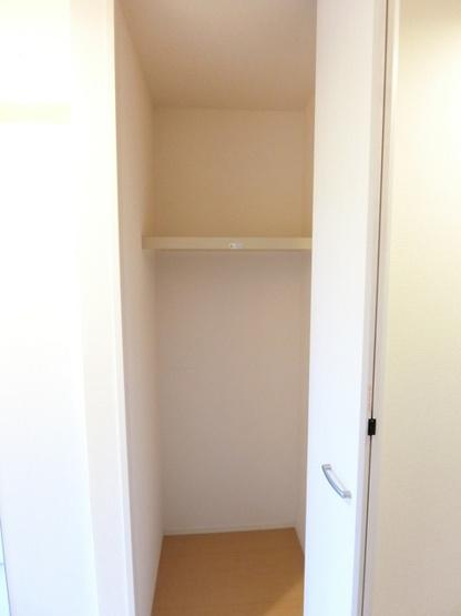 奥行きのあるシューズクロークで玄関すっきり片付きます☆靴だけでなく少しかさばる荷物も収納できるのがポイント!