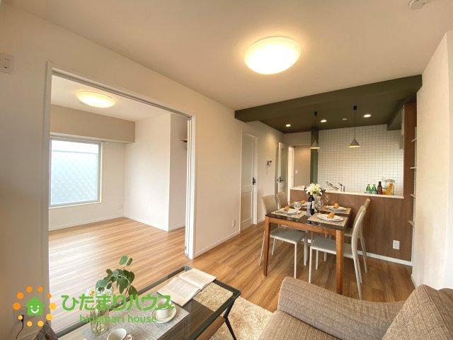 LDKと洋室が続き間で空間を広く演出してくれますね。