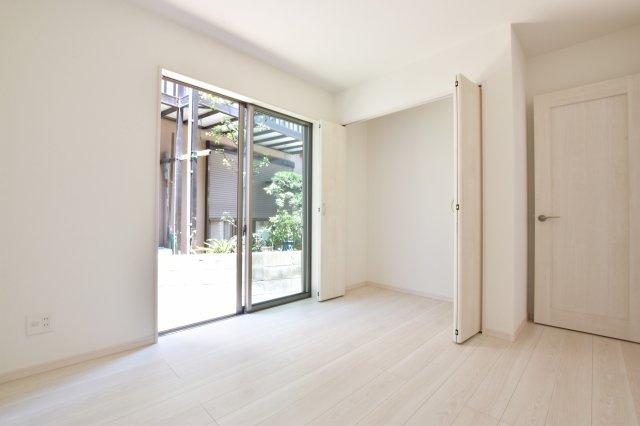 各居室に収納あり。 お部屋もスッキリ片付きますね。 (撮影時電気未通となっております。)