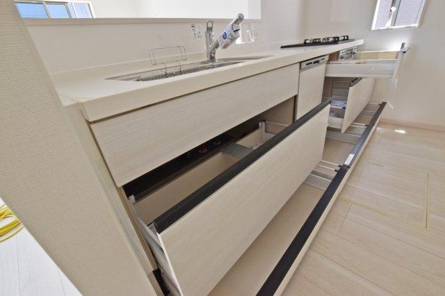 収納量が豊富なキッチン。 キッチン回りがオシャレな空間に。 (撮影時電気未通となっております。)