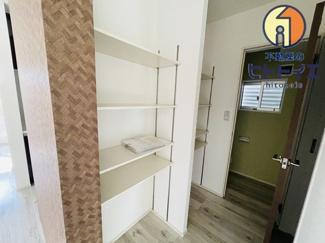 専用の収納スペースです。洗面前にあるのでタオルなど収納できます。
