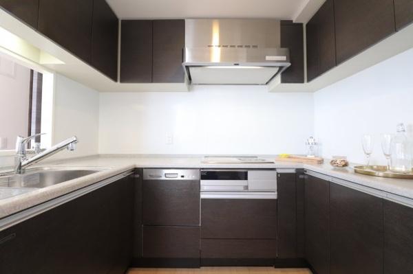 【キッチン】収納充実、ディスポーザー付きのため使いやすいキッチンとなっています♪