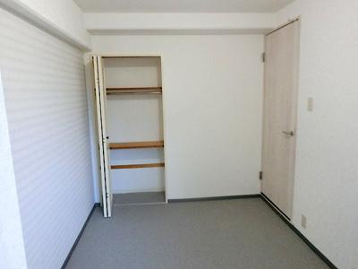 【現地写真】 カスタマイズして頂けるように「シンプル」にデザインされた室内。自由度が高いので家具やレイアウトでお好みの空間を創り上げられます♪