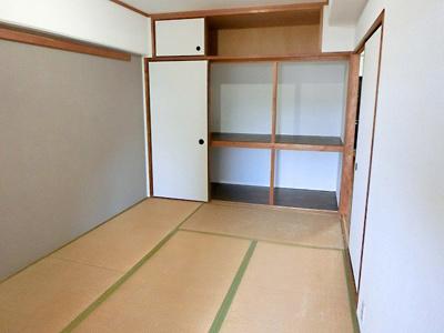 【現地写真】 客間やお子様のお昼寝にも便利な和室もございます♪