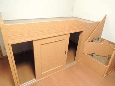 収納付ベッドタイプの居室