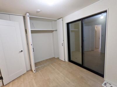 1階 5.2帖洋室 収納
