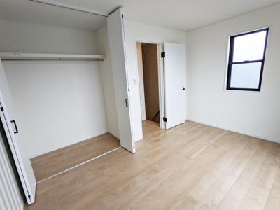 3階 6.3帖洋室 収納