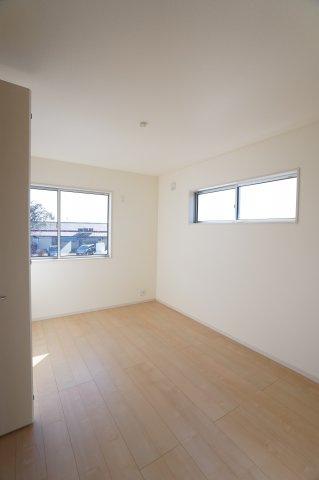 【同仕様施工例】一日を通して日当たりが良いため、部屋が明るいです。
