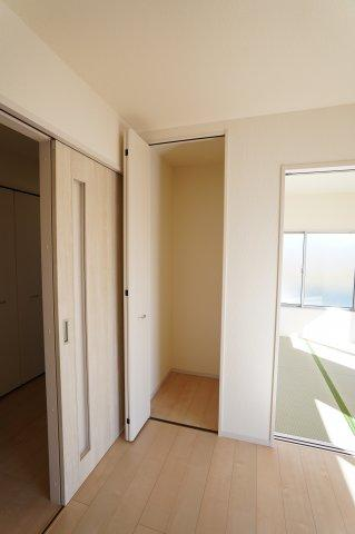 【同仕様施工例】季節物の家電や掃除機など片付けるのにあると便利です。