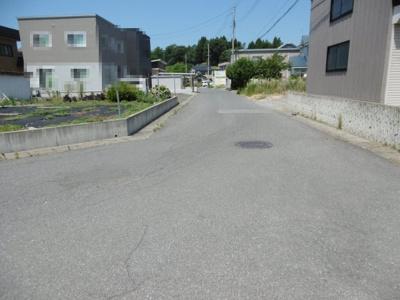 【前面道路含む現地写真】黒石市ちとせ二丁目土地