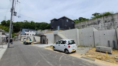 【前面道路含む現地写真】神戸市垂水区名谷町字櫻ヶ谷 新築戸建 5区画